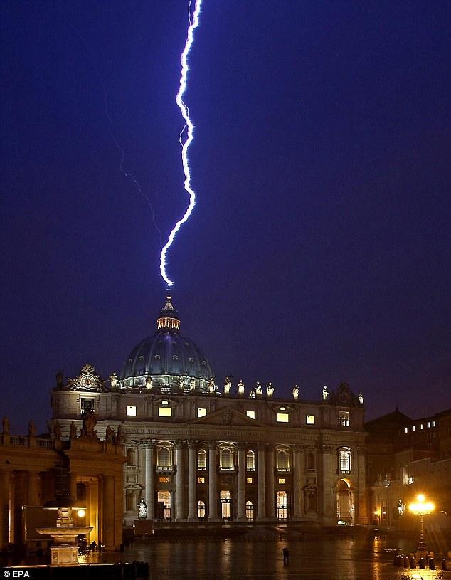 Blitzeinschlag als Omen?